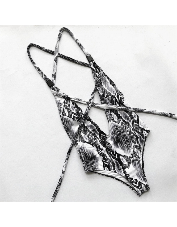 moteriskas maudymosi kostiumelis riezas